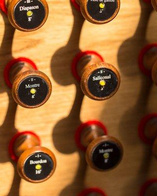 80 drewnianych cięgieł rejestrowych