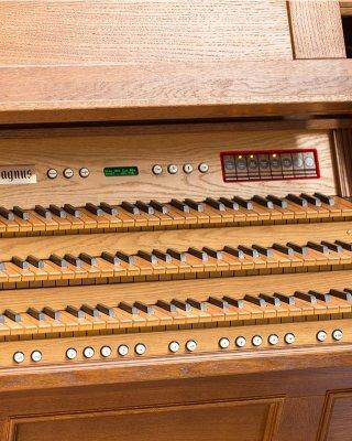 18 drewnianych pistonów ręcznych pod manuałem I
