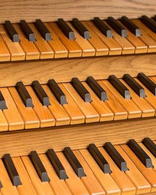 Drewniane manuały